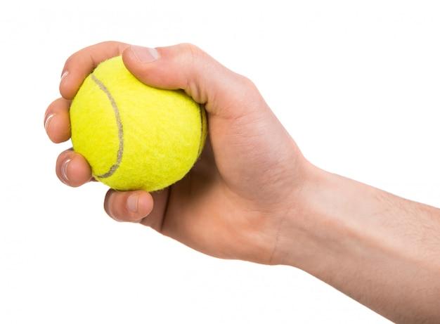 Hand, die tennisball hält