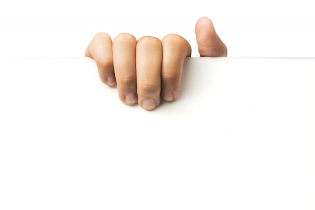 Hand, die weißes leeres papier hält. werbung.