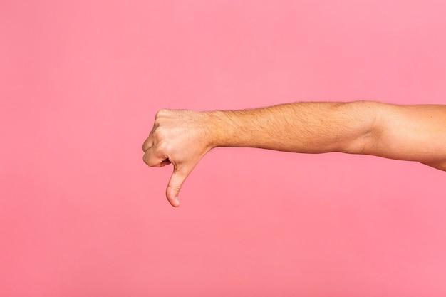 Hand gestikuliert mann, der mit zeigefinger auf virtuelles objekt zeigt. daumen runter.