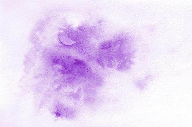 Hand gezeichnete violette aquarellform für ihr design.