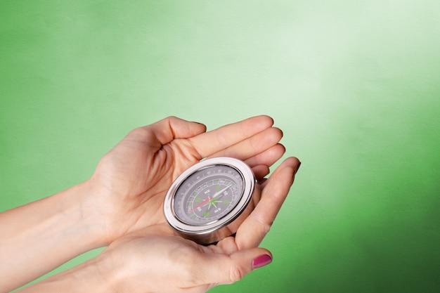 Hand halten kompass