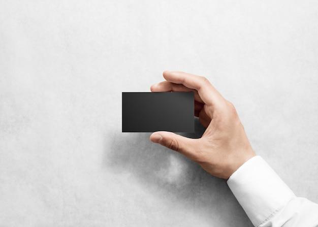 Hand halten leere einfache schwarze visitenkartenentwurf