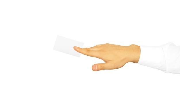 Hand im weißen ärmelhemd, das leere visitenkarte hält