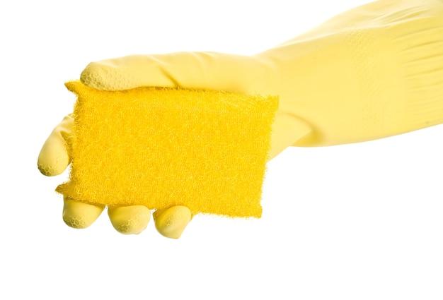 Hand in gelben handschuh mit schwamm
