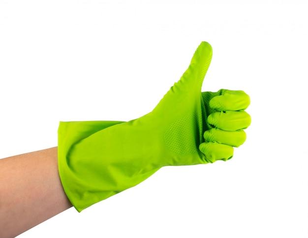 Hand in grünem schutzgummihandschuh lokalisiert auf weißem hintergrund mit beschneidungsweg. zugelassene behandschuhte hand daumen hoch und zeigt ok