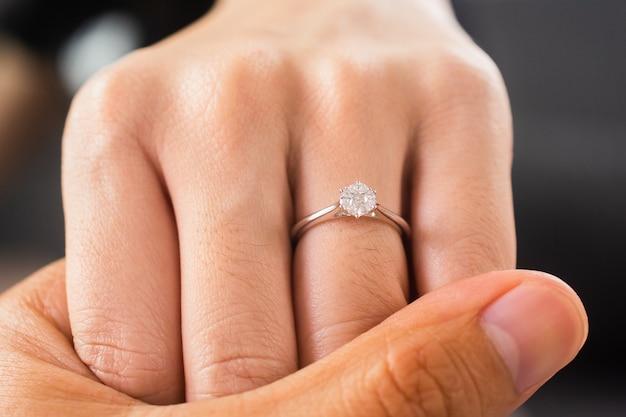 Hand in hand luxus-verlobungs-diamant-ring-schmuck oder eheringe paar, hochzeitsgeschenk