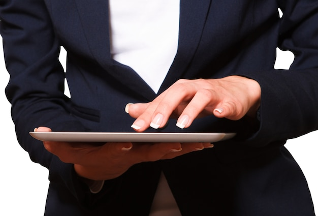 Hand junge frau zeigt tablet pc,