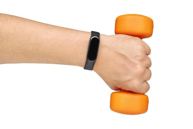 Hand mit aktivitäts-tracker und gewicht