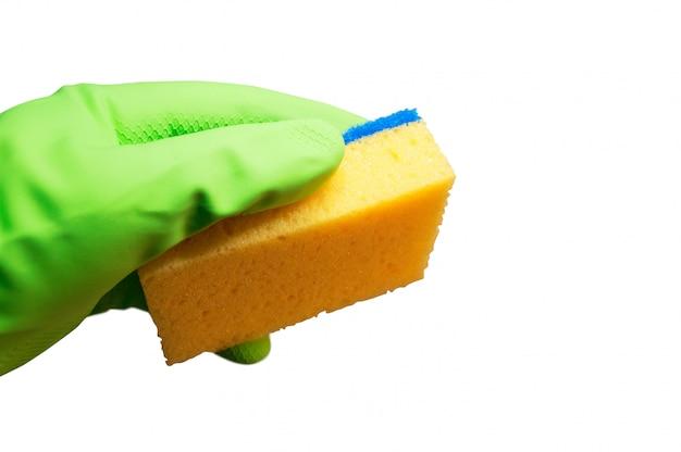 Hand mit einem reinigungsschwamm bereit zu arbeiten