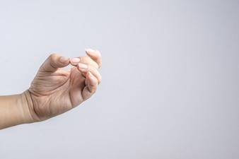Hand mit langen Nägeln