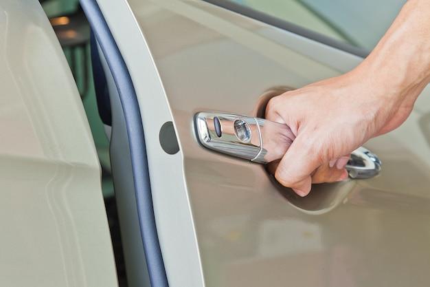 Hand offene tür auto