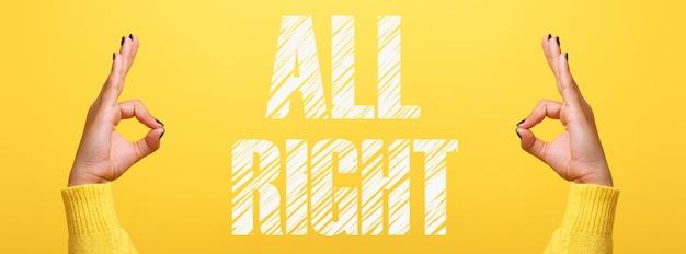 Hand ok zeichen über trendiges gelb