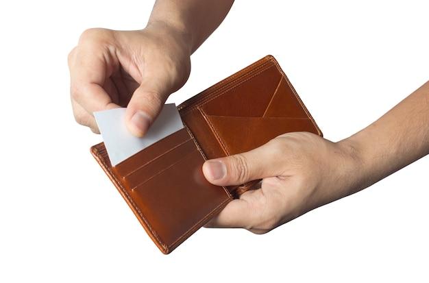 Hand und kreditkarte aus der brieftasche herausnehmen.