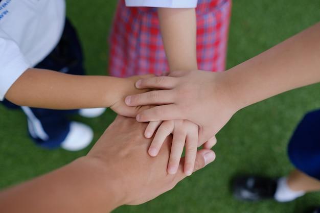 Hand zusammen