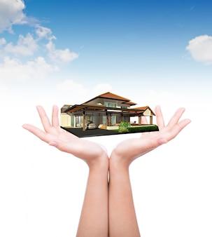 Hände mit einem luxuriösen Haus