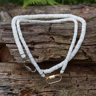 Handgefertigte perlmuttketten aus polierten stücken als geschenk für die frau