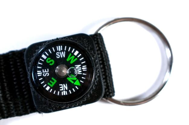 Handgelenk-kompass auf weißem hintergrund