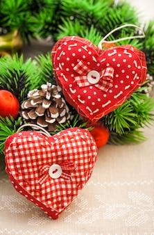 Handgemachte herzen für weihnachtsdekor