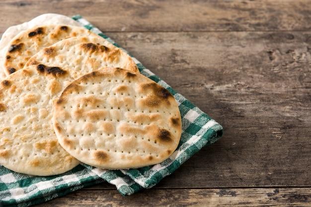 Handgemachte matze für jüdisches passah