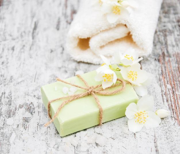 Handgemachte seifen- und jasminblumen