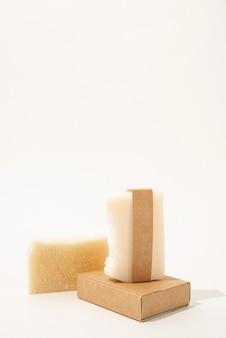 Handgemachtes seifen- und bastelband für mock-up-design auf weißem hintergrund, vorderansicht