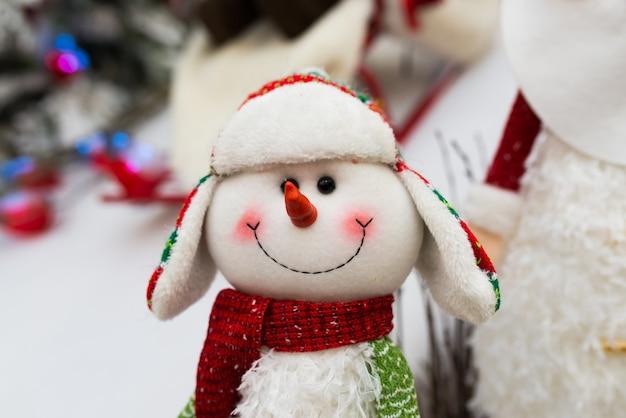 Handgemachtes weihnachtsspielzeug, tannenbaum, weihnachtsmann-schneemannurlaub
