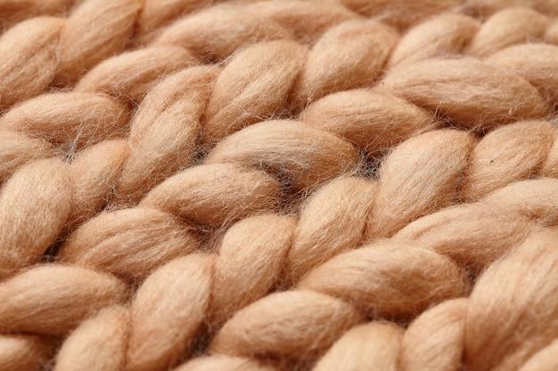 Handgestricktes deckenfragment aus merinowolle
