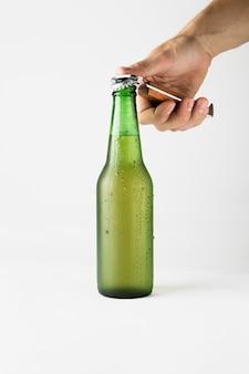 Handöffnung bierflasche Kostenlose Fotos