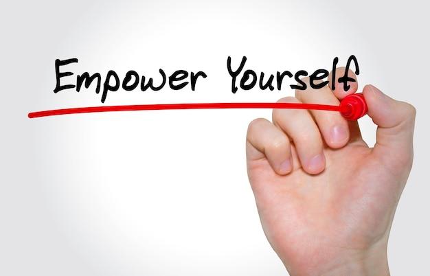 Handschrift inschrift empower yourself mit marker