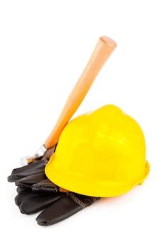 Handschuhe des erbauers hammer und schutzhelm