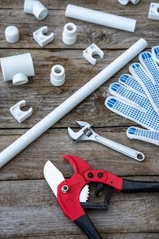 Handschuhe für die arbeit mit polypropylenrohren.