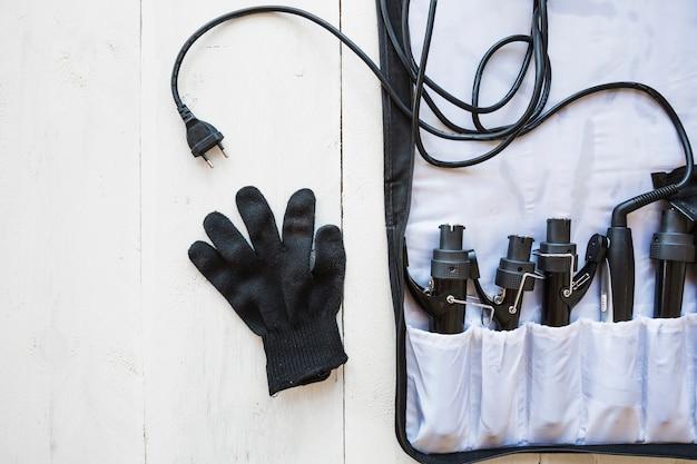 Handschuhe und friseurausrüstung