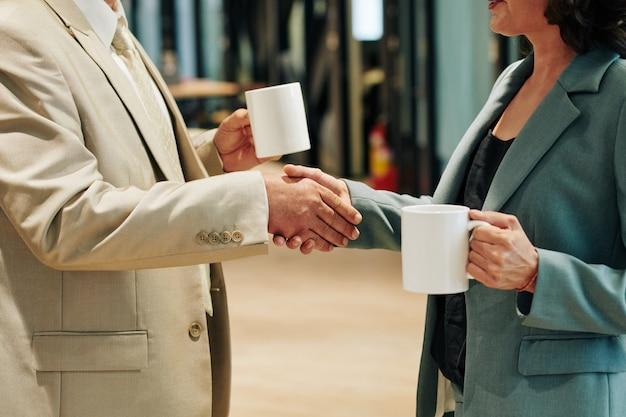 Handshake der geschäftspartner