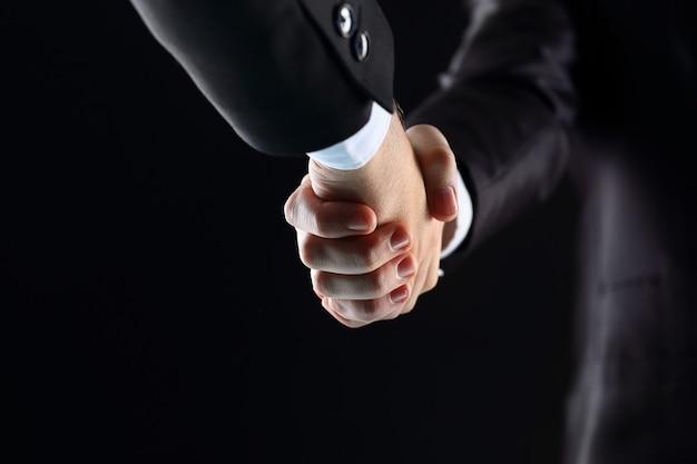 Handshake hand hält auf schwarzem hintergrund