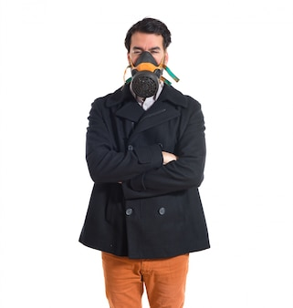 Handsome mann in gasmaske