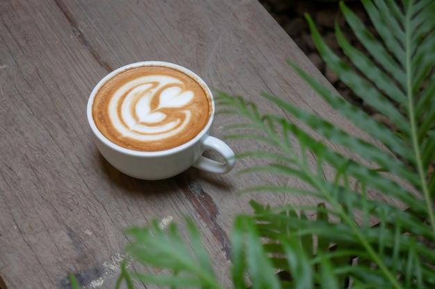 Handwerk der heißen milchkaffeetasse, foto auf lager
