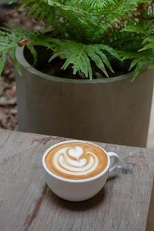 Handwerk der heißen milchkaffeetasse
