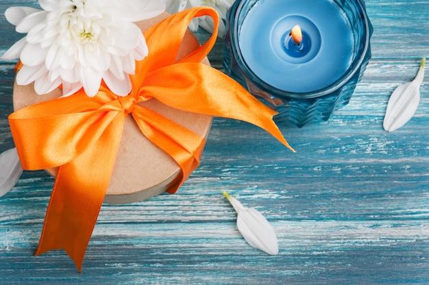 Handwerksgeschenkbox mit orange band