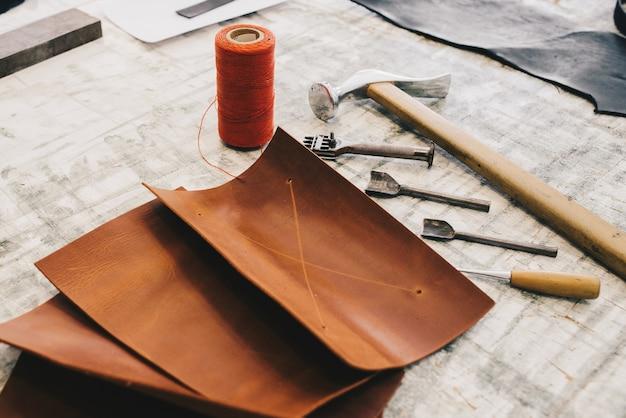 Handwerkzeuge aus leder