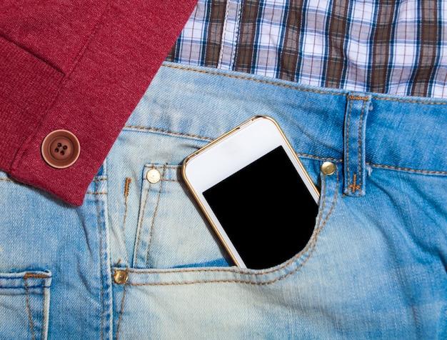 Handy in jeanstasche