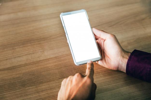 Handy mit technologie des leeren bildschirms und lebensstilkonzept.