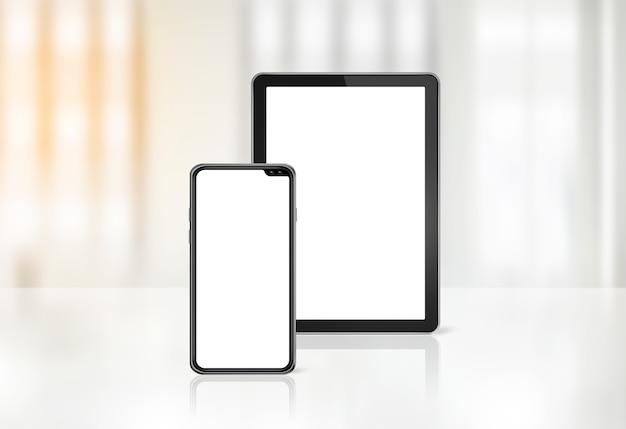 Handy und digitaler tablet-pc auf dem schreibtisch