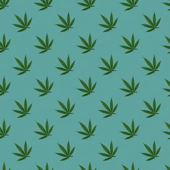 Hanf oder cannabis hinterlässt ein nahtloses muster. nahaufnahme von frischen cannabisblättern auf blauem hintergrund