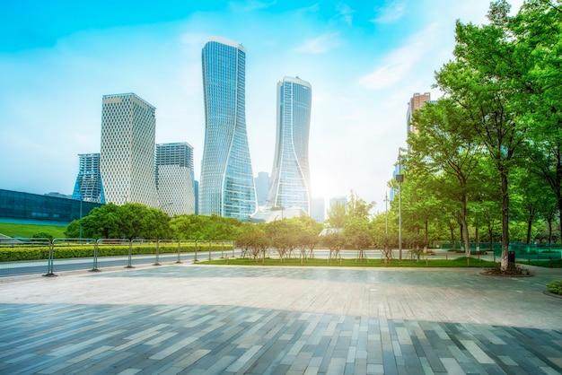 Hangzhou financial district square und wolkenkratzer