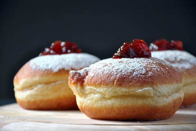 Hannukah feierkonzept. leckere donuts