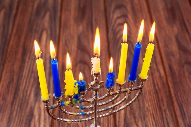 Hanukkah, das jüdische lichterfest der menorah kerzen