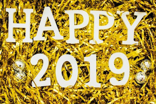 Happy 2019 inschrift auf pailletten