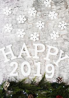 Happy 2019 inschrift mit zweigen