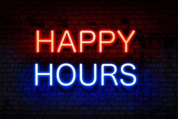 Happy hour. leuchtreklame mit leuchtenden buchstaben in rot und blau auf schwarzer backsteinmauer.