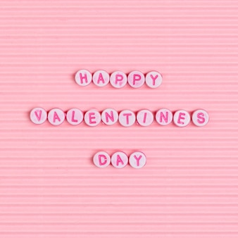 Happy valentines day perlen, die worttypografie beschriften